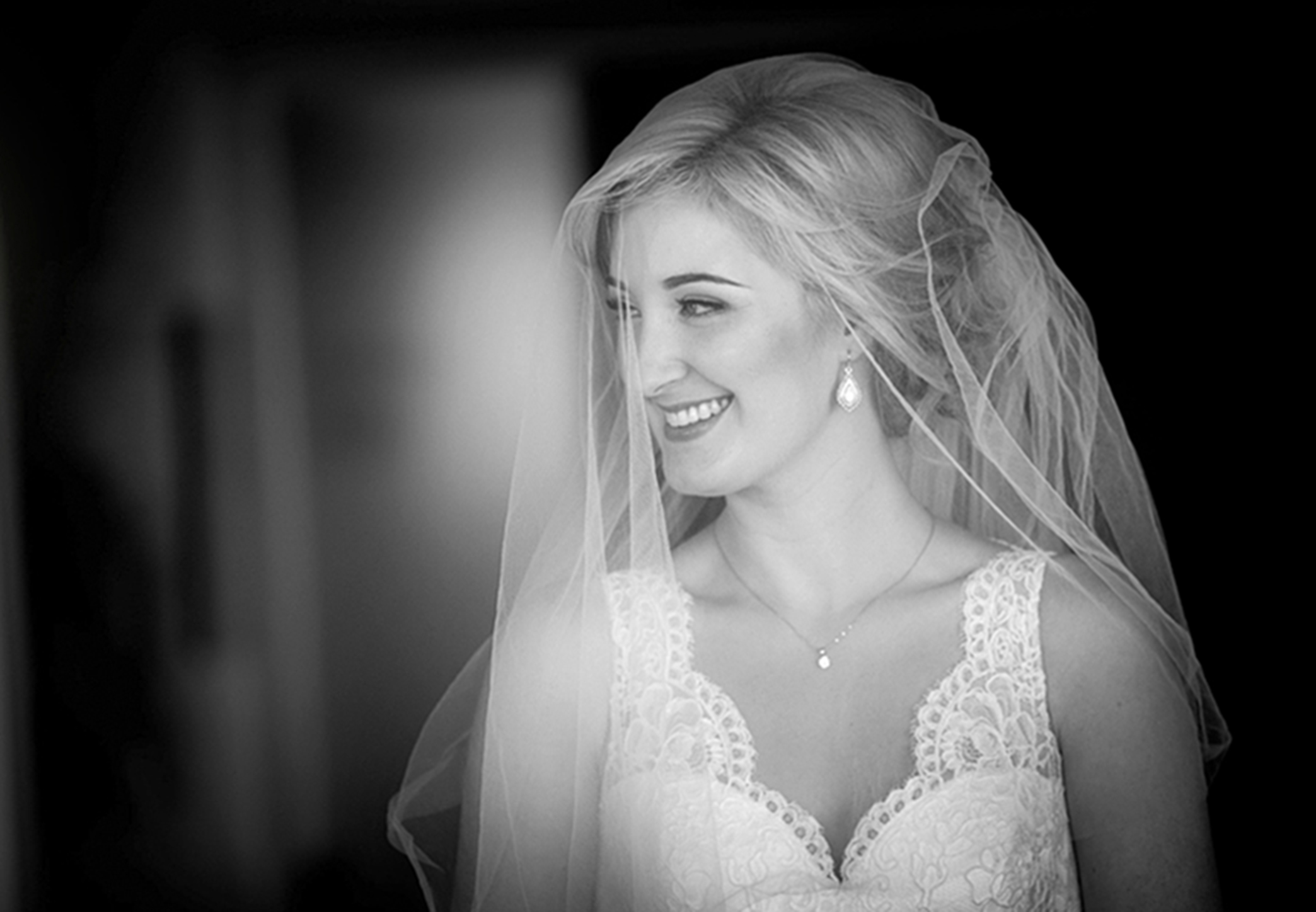 Bride-wering -veil-smiling-happy-blck-and-white-photo